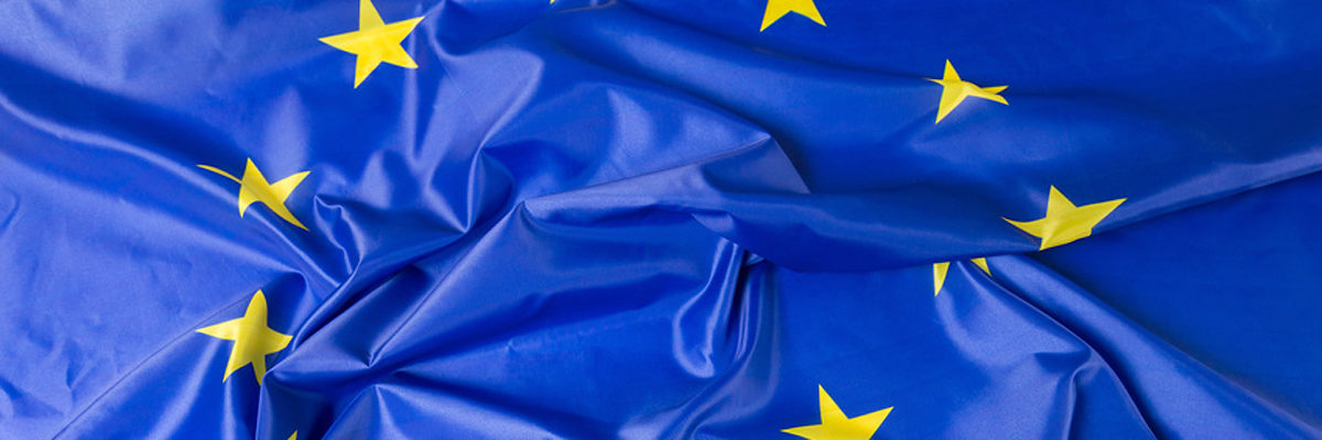 European Union EU Flag Schlagwort(e): eu, flag, fabric, silky, cloth, european, yellow, silk, glossy, star, drapery, wave, union, texture, blue, euro, background, europe, textile